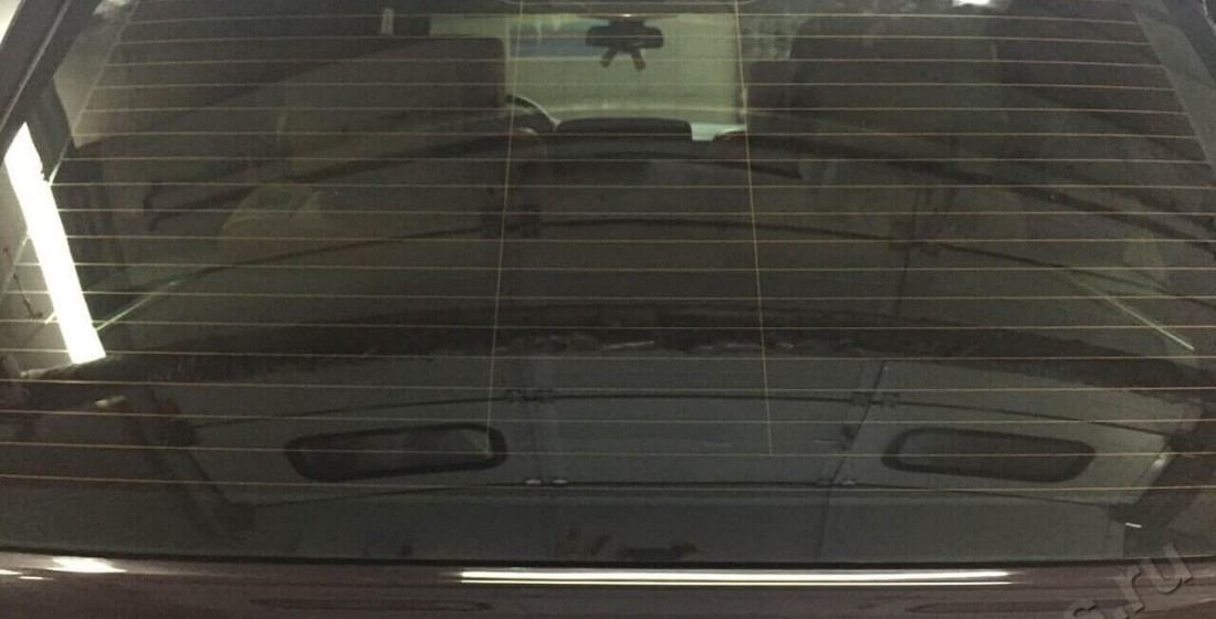 Полировка заднего стекла. Фото ДО