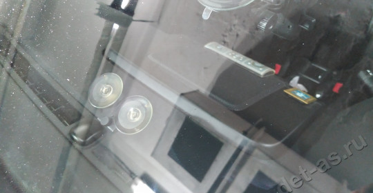 Ремонт скола лобового стекла на автомобиле Land Rover Freelander