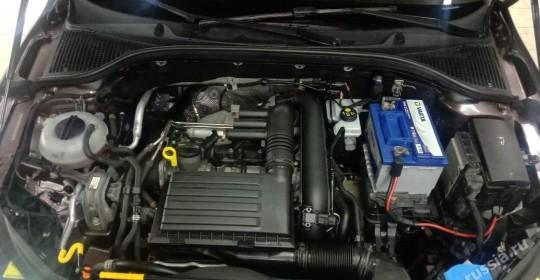 Мойка двигателя Skoda Octavia паром c MOTORPLASTна Алексеевской
